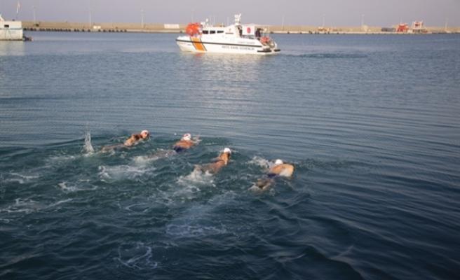 """""""Barışa Kulaç Atıyoruz"""" etkinliği bugün Girne Turizm Limanı'nda yapıldı"""