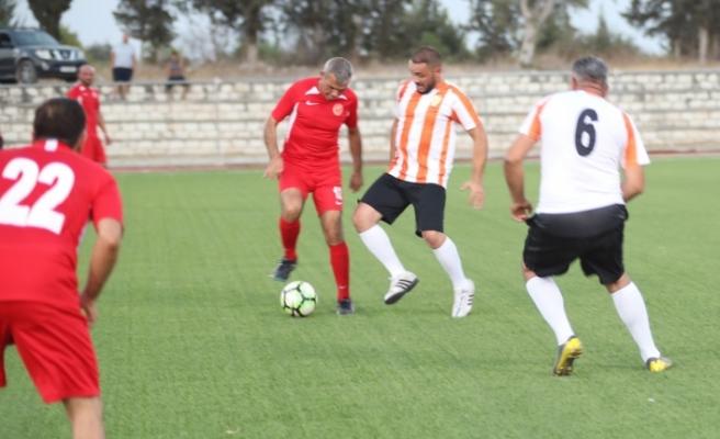 Meclis ile Belediyeler Birliği takımı dostluk maçında buluştu