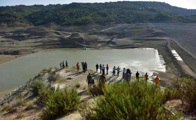 Baraja su akmaya başladı