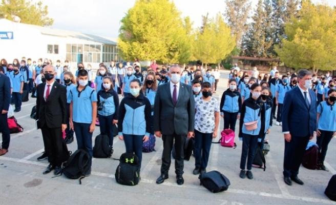 Çavuşoğlu'ndan Polatpaşa Lisesi'ne ziyaret