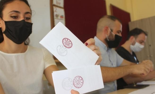 Cumhurbaşkanlığı seçimi ve Anayasa değişikliği halkoylaması için oy verme işlemi başladı