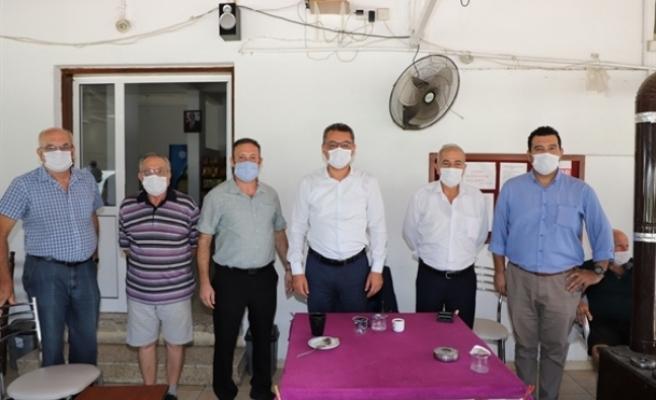 Erhürman, Taşkınköy Spor Kulübü'nü ziyaret etti, yurttaşlarla sohbet etti, soruları yanıtladı