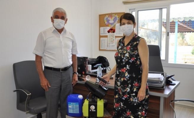 Güzelyurt Belediyesi'nden okullara iç mekan ULV dezenfeksiyon cihazı yardımı
