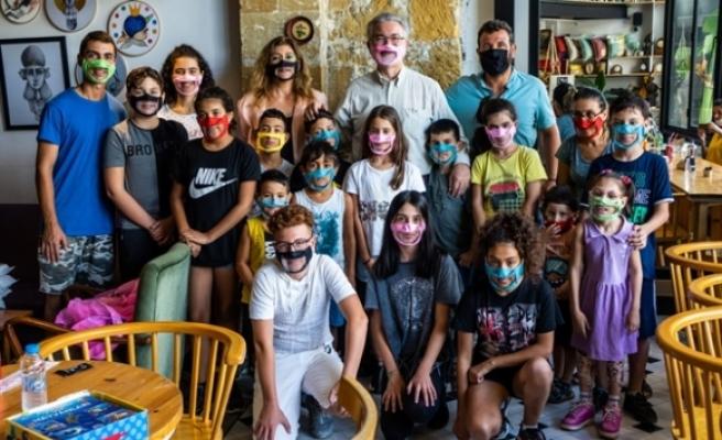 Kıbrıs İşitme Konuşma Engelliler Vakfı'ndan tablet bağışı