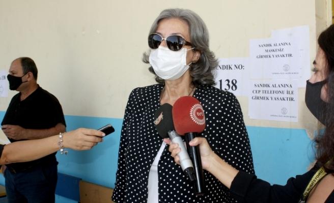 YSK Başkanı Narin Ferdi Şefik oyunu kullandı