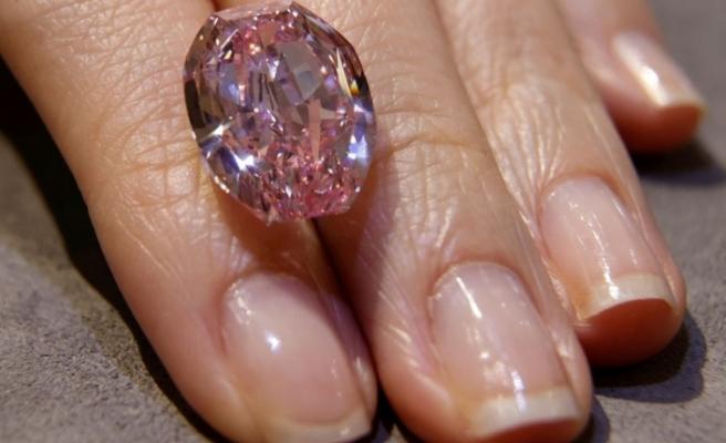 Açık artırmaya çıkan 'Gülün Ruhu' isimli pembe elmas, 205 milyon liraya satıldı