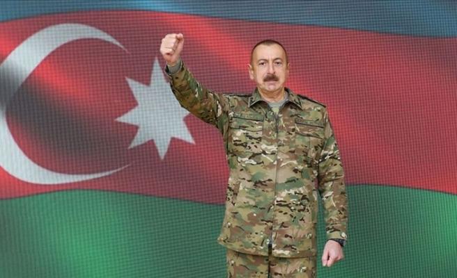 Azerbaycan Cumhurbaşkanı Aliyev cephe bölgesini ziyaret etti