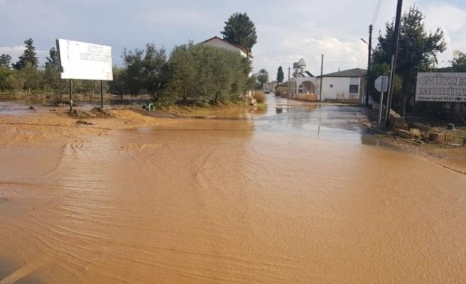 Bazı yollar yağış nedeniyle kapandı