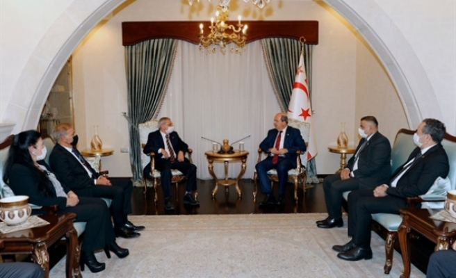 Cumhurbaşkanı Tatar, Kıbrıs Türk Emekli Subaylar Derneği Yönetim Kurulu üyelerini kabul etti