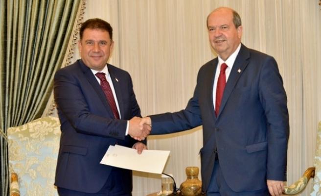 Cumhurbaşkanı Tatar, kükümeti kurma görevini UBP Başkan vekili Saner'e verdi