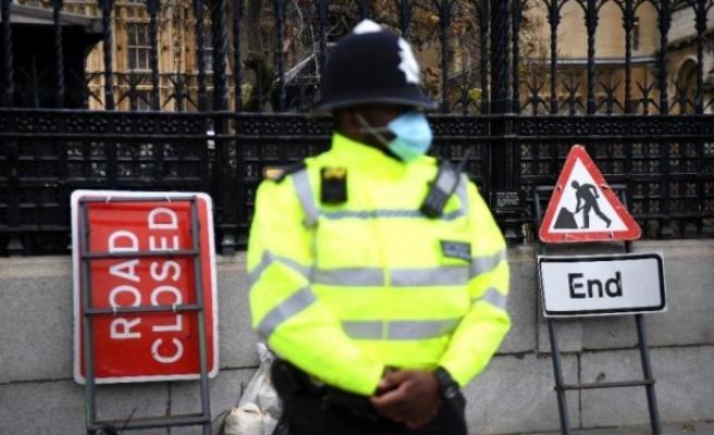 İngiltere'de günlük vaka sayısı ilk kez 30 bini aştı