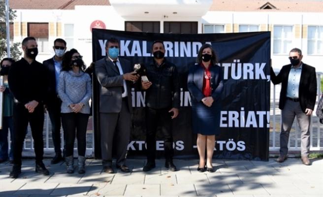 KTOEÖS ile KTÖS meclis önünde eylem yaparak 24 kasım öğretmenler gününü protesto etti