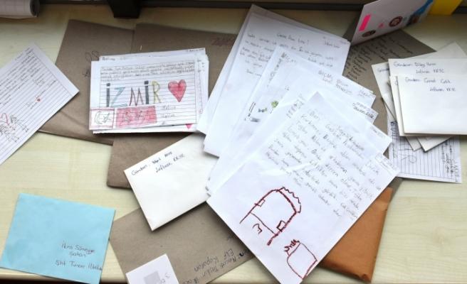 Lefkoşa'dan İzmir'e dayanışma mektupları