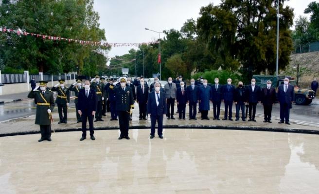 Şehitler Anıtında tören