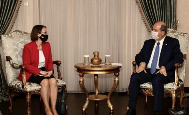 Tatar, ABD'nin Lefkoşa Büyükelçisi Judith Gail Garber'i kabul etti