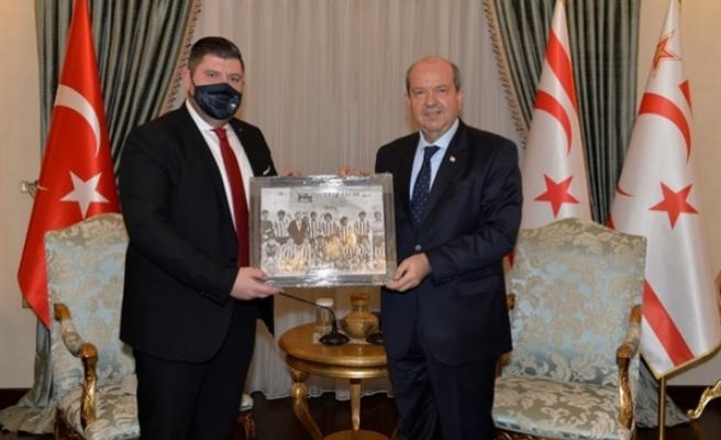 Tatar, Yenicami Kulubunü kabul etti