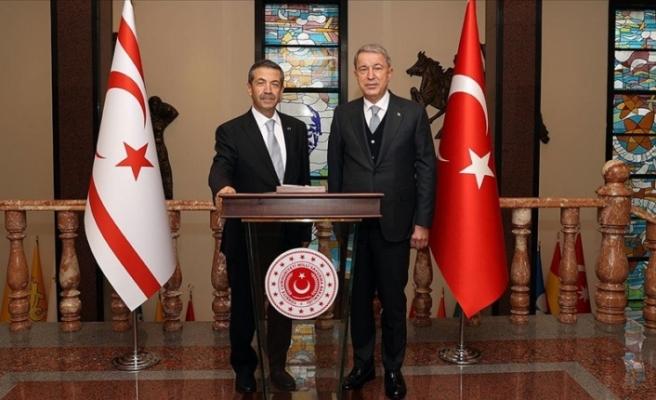 Ertuğruloğlu, Ankara'da Akar ile görüştü