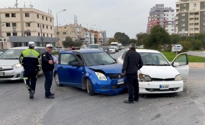 Gazimağusa'da 2 araç çarpıştı