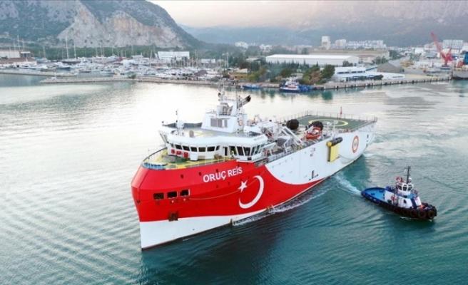 Oruç Reis gemisi ikmal için Antalya açıklarına demirledi