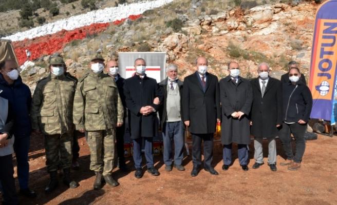 Tatar, bayrağının yeniden boyanması çalışmalarını yerinde inceledi