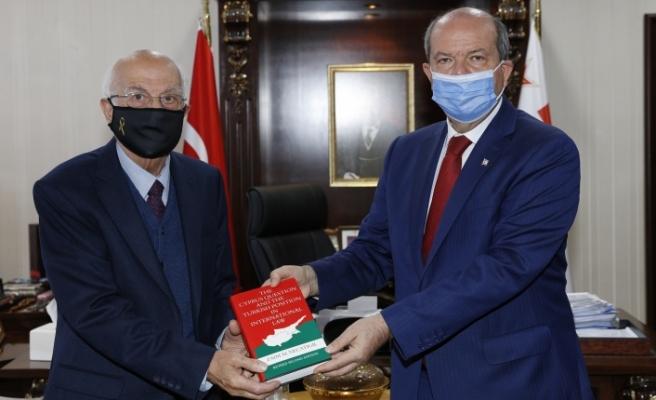 Zaim M. Necatigil, Tatar'a kitabını takdim etti