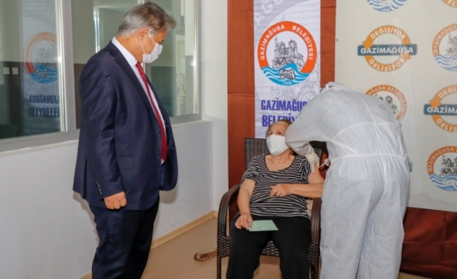 Eski Sağlık Bakanı Pilli, Arter ile birlikte aşı merkezlerini ziyaret etti