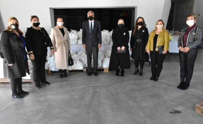 Gıda paketleri Girne Belediyesi'ne teslim edildi