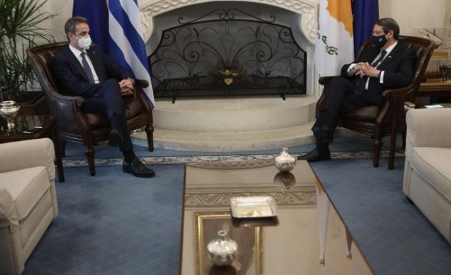 Yunanistan Başbakanı Güney Kıbrıs'ta