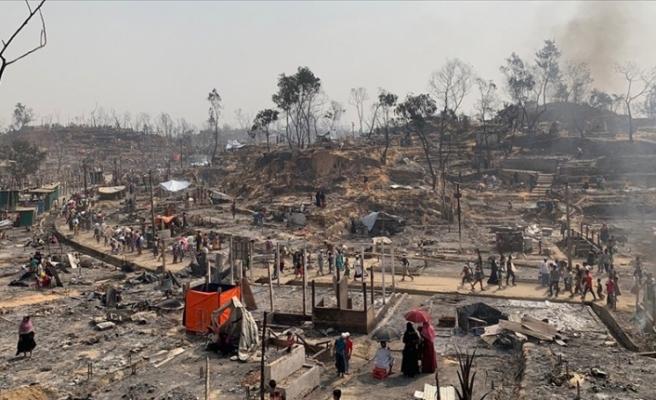 Bangladeş'te Arakanlı Müslüman mültecilerin kaldığı kamptaki yangında en az 15 kişi öldü