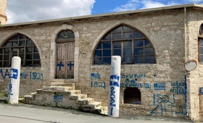 """Episkopi Muhtarı: """"Türkleri ve İngilizleri bize yorum yapmaları için besliyoruz"""""""