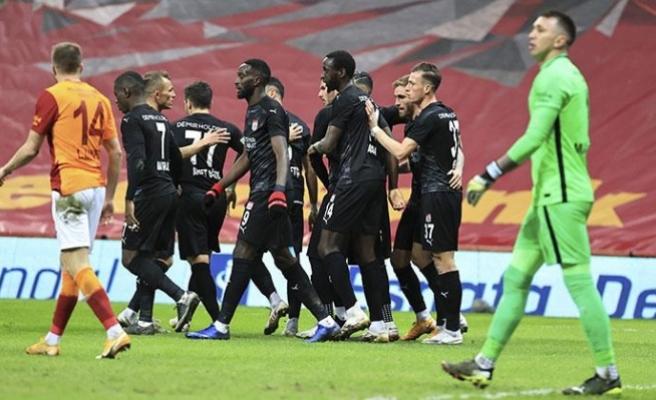 Galatasaray'ın puan kaybı sürüyor