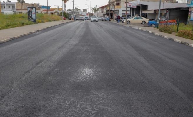 Gazimağusa'da Şehit İbrahim Hasan Caddesi ve Ulus Sokağı'nın asfalt dökümü tamamlandı