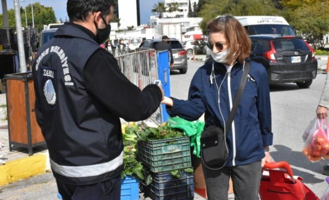 Girne'de Açık Pazar covid-19 tedbirleriyle açıldı