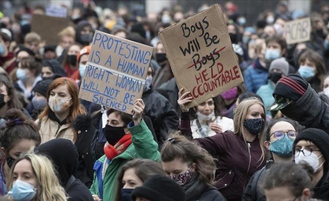 İngiltere'de polisin Sarah Everard'ı anma törenine müdahalesi ve kadına şiddet tartışılıyor