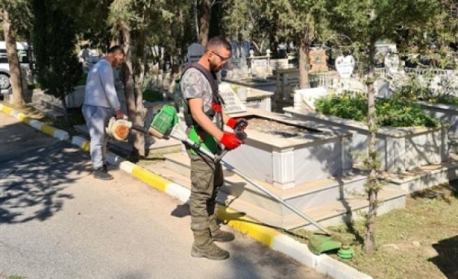 Karaoğlanoğlu Mezarlığı'nda temizlik