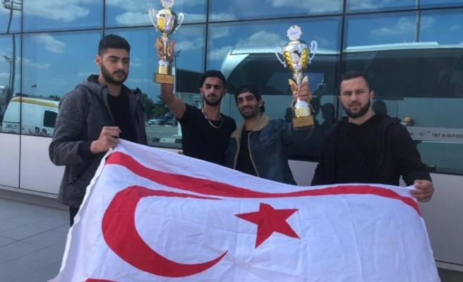 Kickbokscularımız profesyonel kickboks organizasyonunda ülkemizi gururlandırdı