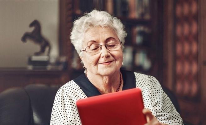 Kovid-19 salgını sürecinde yaşlılar internete sarıldı, mesafeler teknolojiyle aşıldı