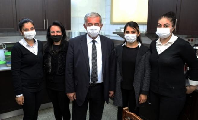 Sennaroğlu, Meclis'teki kadın çalışanları ziyaret etti