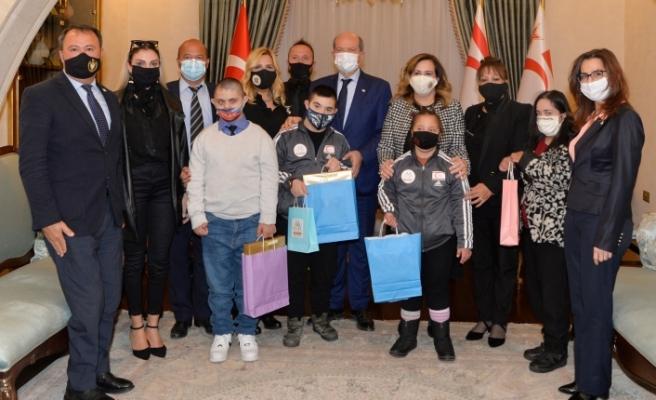 Tatar, down sendromlu çocukları ve öğretmenlerini kabul etti