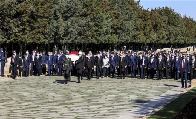 Anıtkabir'de tören