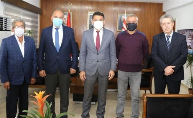 Bakan Oğuz, Şehit Aileleri ve Malul Gaziler Derneğini kabul etti