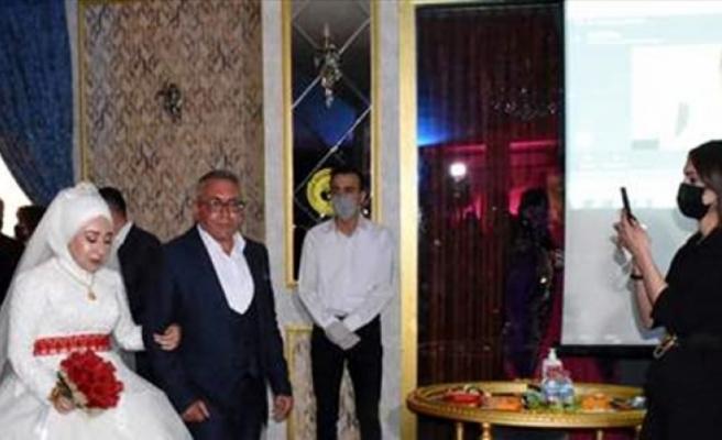 """KKTC'de görevli asker, Kırıkkale'deki düğününe """"çevrim içi"""" katıldı"""