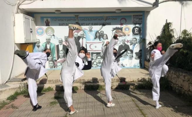 Taekwondocular açık havada yarıştı