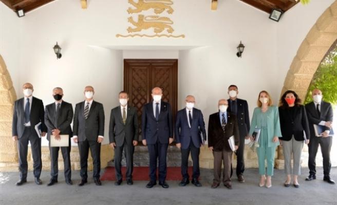 Tatar, müzakere heyeti ile toplantı yaptı