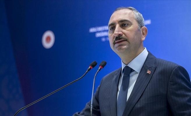 """Türkiye Adalet Bakanı: """"Ülkemizi geriye götürmek isteyen vesayetçi zihniyetin muvaffak olması mümkün değildir"""""""