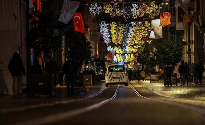 Türkiye'de 'Çok yüksek' riskli 58 ilde hafta sonu uygulanacak sokağa çıkma kısıtlaması başladı