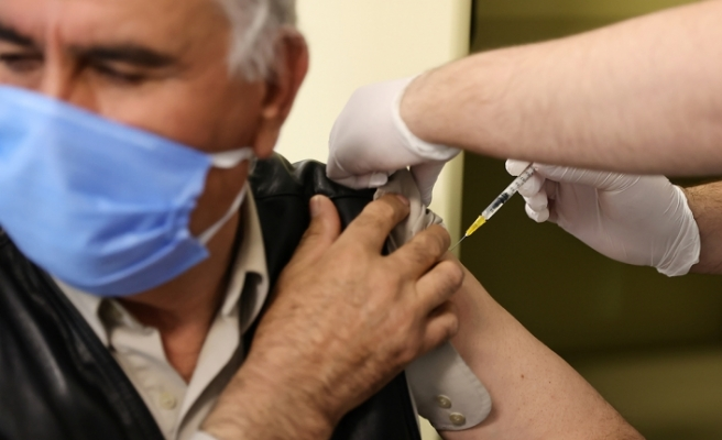Türkiye'de Kovid-19'la mücadelede BioNTech aşılarının ilk dozu uygulanmaya başlandı