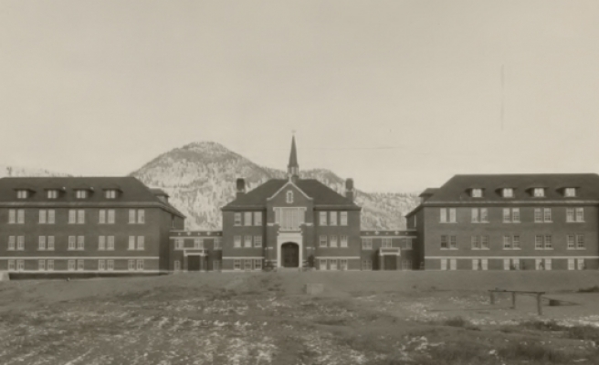 Kanada'da eski bir yatılı okulun bahçesinde 215 çocuğun cesedine ulaşıldı