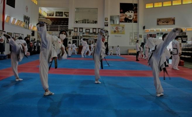 Taekwondo Karate Martialarts kuşak sınavı yapıldı