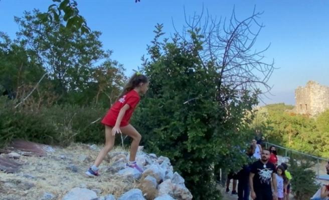 Ambargolara tepki göstermek amacıyla gençlerle parkur müsabakası